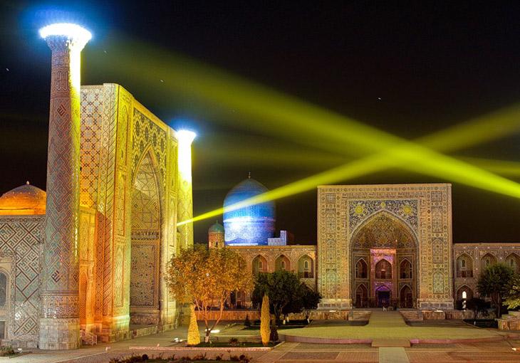 Light show on Registan square